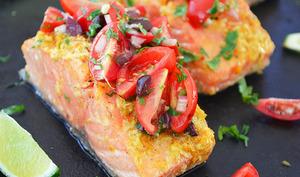 Saumon aux Agrumes avec Salsa de Tomates et d'Olives