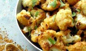 Chou-fleur rôti au curry indien et au beurre d'amande