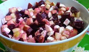Salade betteraves, pomme, Crottin de Chavignol