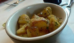 Pommes de terre sautées aux lardons, aux fines herbes à la lyonnaise