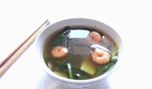 Soupe de crevette aux épinards et courgette
