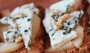 Tartine automnale poire et fromage persillé