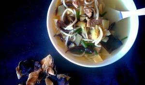 Soupe au porc et pousses de bambou