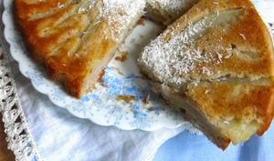 Moelleux renversé à la pâte à madeleine, poires, sarrasin, tonka et noix de coco