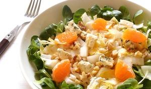 Salade d'endives aux noix au bleu et aux agrumes