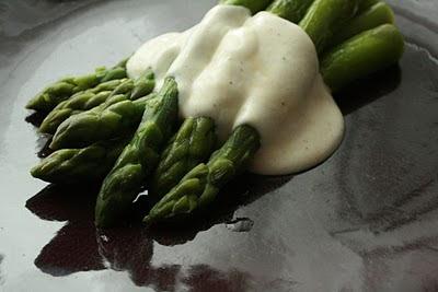 recettes de sauce blanche par une faim de loup les asperges sauce blanche. Black Bedroom Furniture Sets. Home Design Ideas