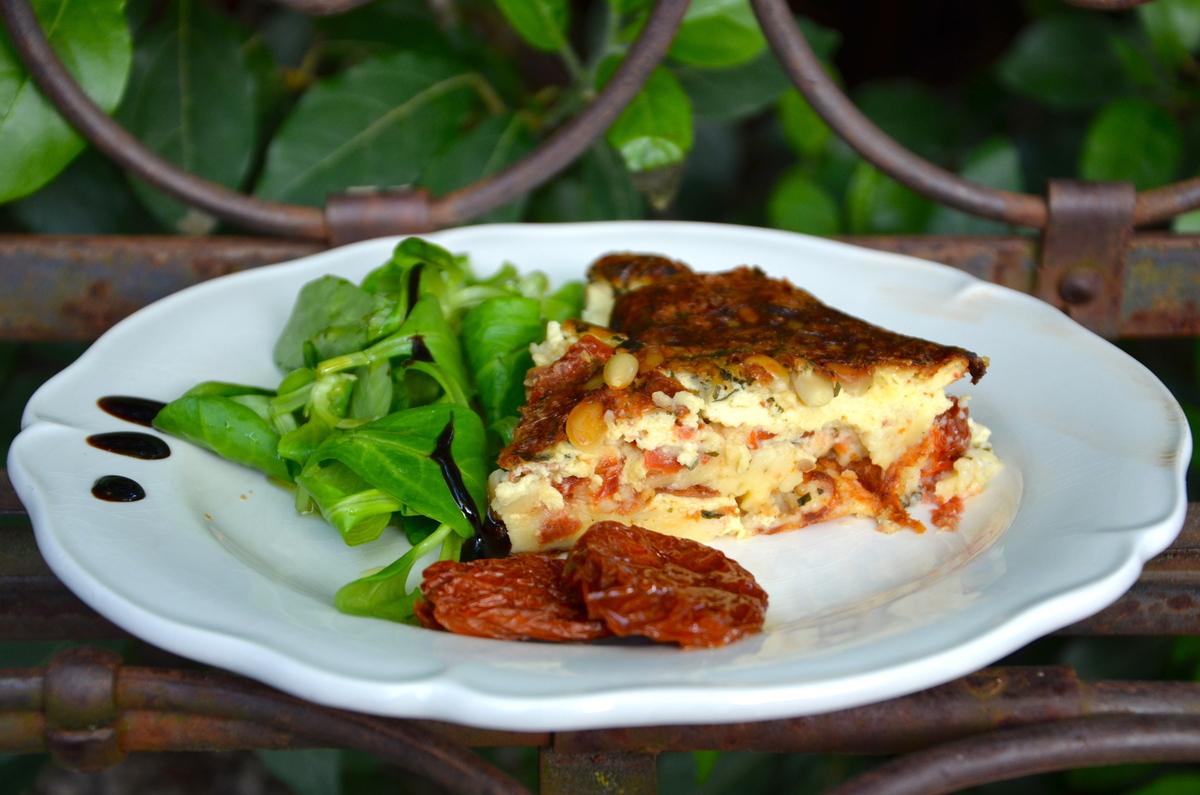 recettes de clafoutis par la p 39 tite cuisine de pauline clafoutis tomates s ch es pignons. Black Bedroom Furniture Sets. Home Design Ideas