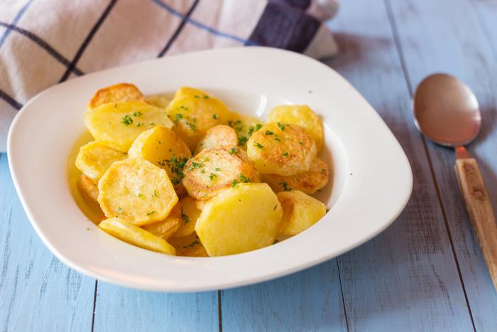 recettes d 39 accompagnement par une french girl cuisine les pommes de terre saut es de marie lou. Black Bedroom Furniture Sets. Home Design Ideas