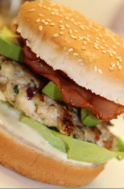 recettes de poulet par it 39 s easy burger poulet bacon avocat. Black Bedroom Furniture Sets. Home Design Ideas