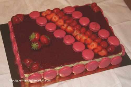 mon g teau d 39 anniversaire fraises et th matcha par gourmand 39 iz. Black Bedroom Furniture Sets. Home Design Ideas
