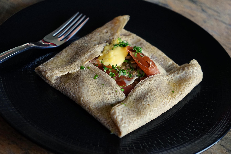 galette bretonne recette de galette bretonne aux oeufs champignons et jambon cru par chef simon. Black Bedroom Furniture Sets. Home Design Ideas