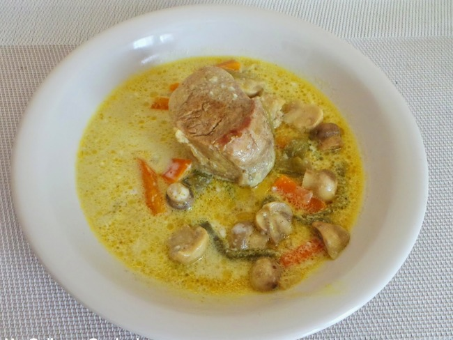 Filet mignon de porc au curry et lait de coco