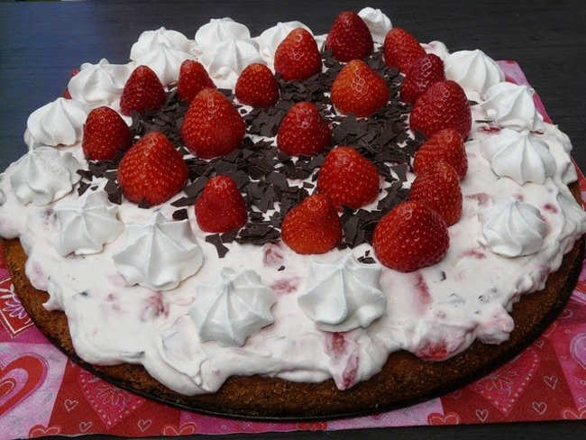 Gâteau aux fraises, parfumé à la noix de coco