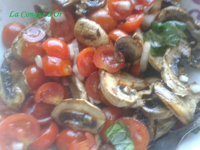 Salade de champignons grillés et tomates cerises