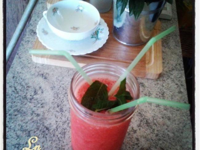 Smoothie watermelon et fleur d'oranger / menthe de quoi bien s'hydrater par cette chaleur