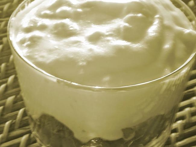 Dessert crème pâtissière, pommes épicées, pain d'épices, miel