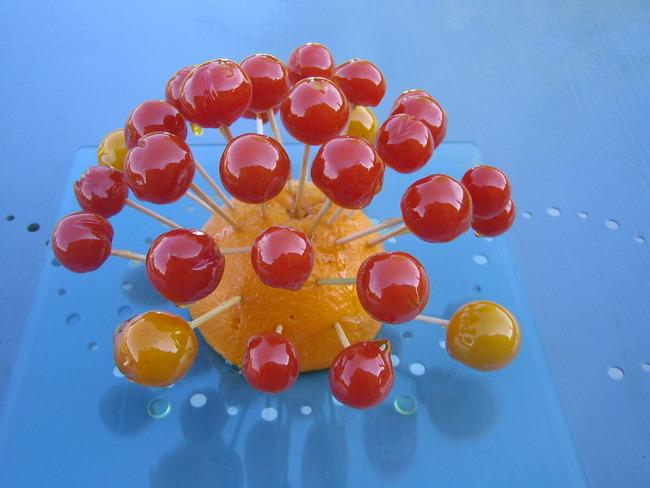 Sucettes de tomates cerises façon pommes d'Amour