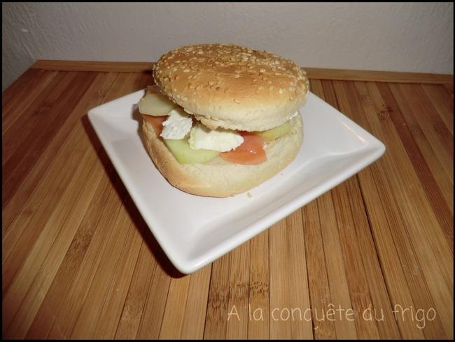 Hamburger au concombre et saumon fumé