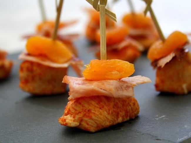 Brochettes apéritives au poulet, bacon et abricot