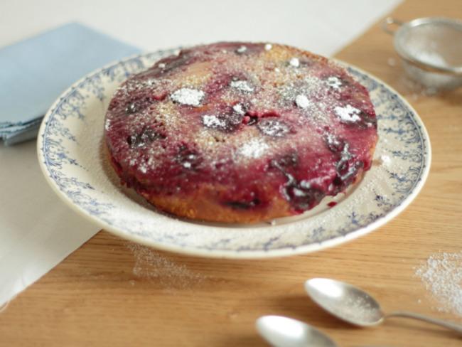 Gâteau moelleux aux prunes façon tatin