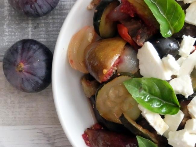 Salade tiède aux légumes d'été et aux figues