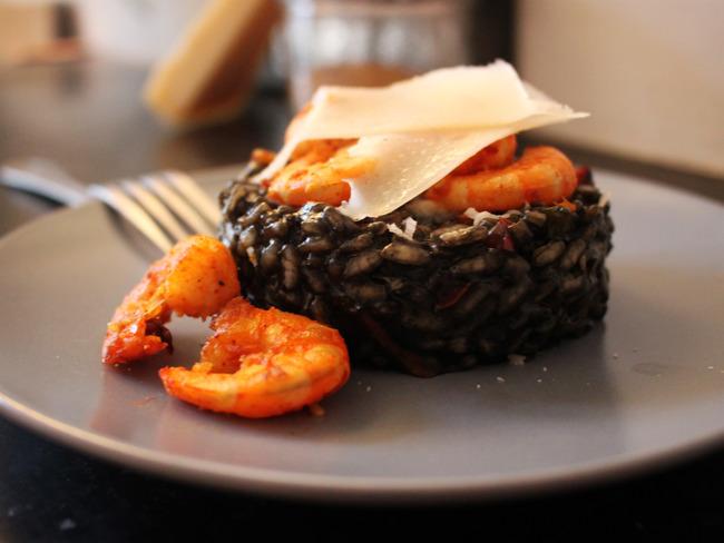 Risotto nero aux crevettes et poivron