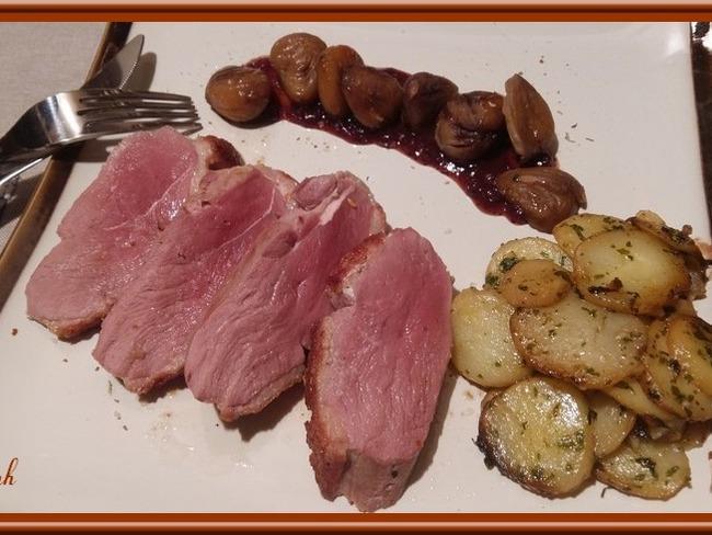 Magret de Canard aux châtaignes sauce aux airelles.