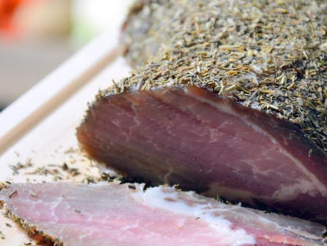 Rôti de porc salé aux herbes de Provence
