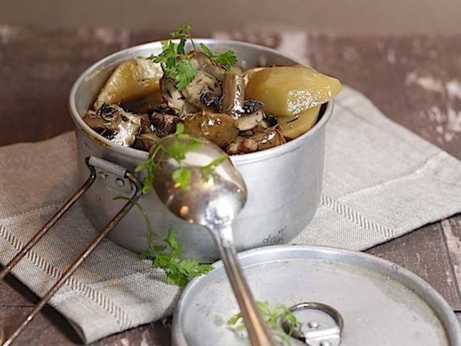 Ragoût de pommes de terre et champignons au vin rouge