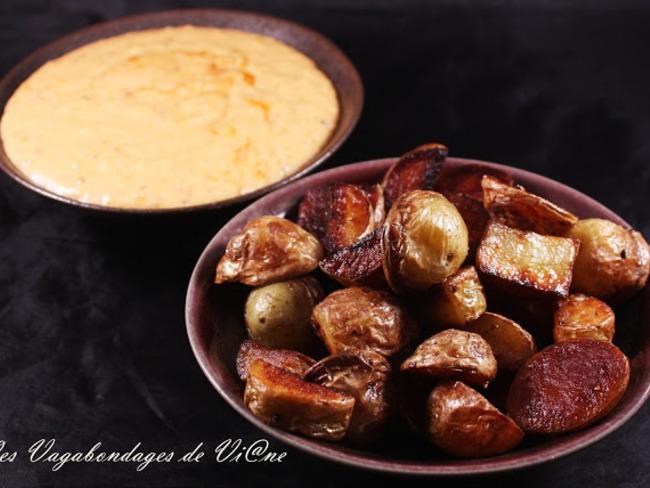 Pommes de terre grenaille et sauce au cheddar