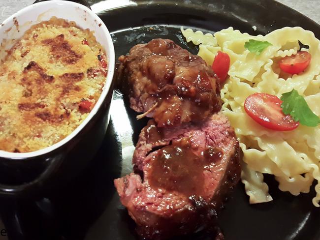 Gigot de rouelle d'agneau sauce barbecue et crumble tomates
