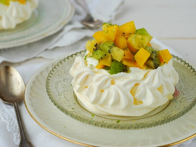 pavlova aux fruits exotiques recette par confit banane. Black Bedroom Furniture Sets. Home Design Ideas