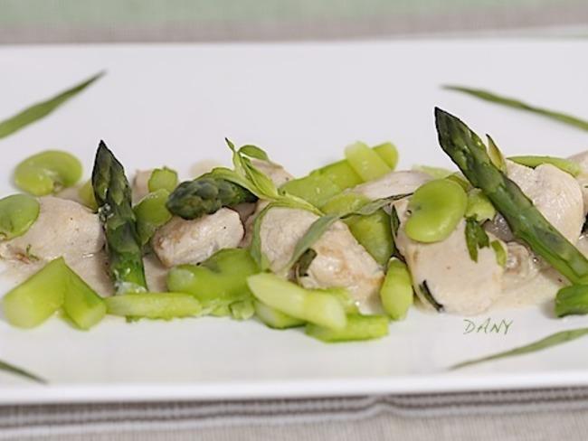 Poulet à la crème d'estragon fèves et asperges vertes