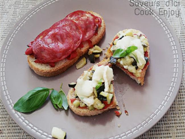 Bruschettas Chorizo Poivrons et Courgettes Chèvre sur compotés de tomates