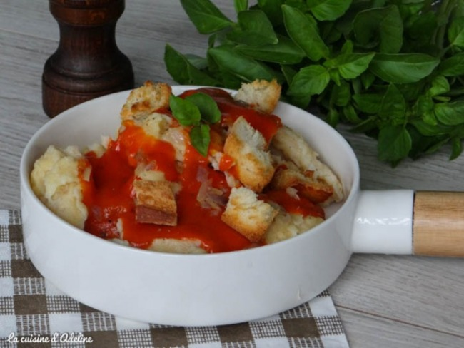 Mehlknepfle à la sauce tomate