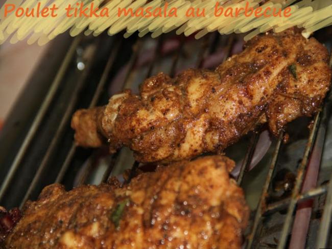 Cuisses de poulet marinées tikka masala au barbecue, à la plancha