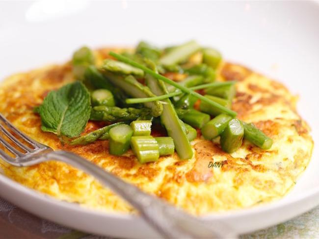 Tortilla à la brousse aux asperges et à la menthe