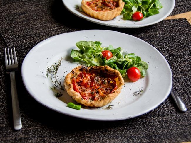 Petites tartes toutes simples à la tomate