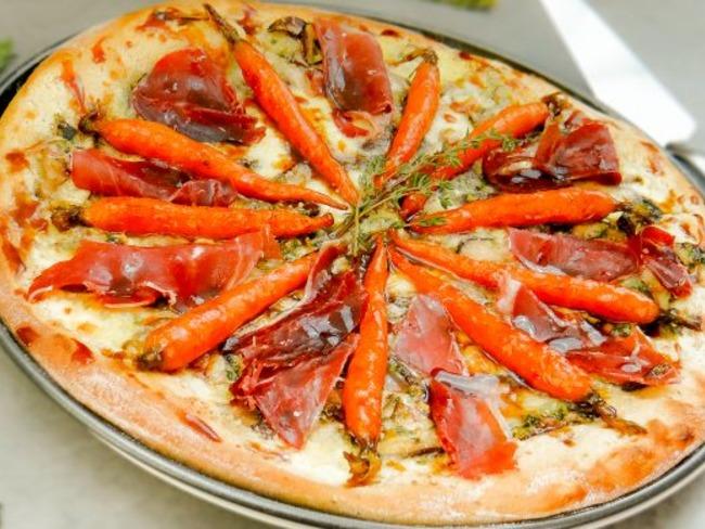 Pizza aux Shiitakes, Jambon Pata Negra et Carottes Laquées au Miel