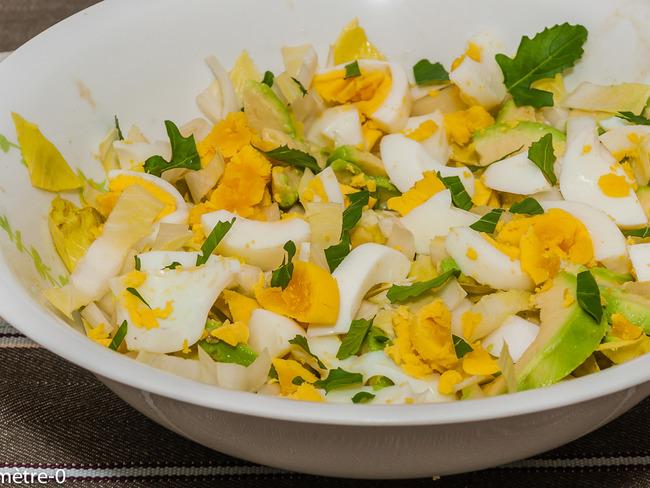 Salade d'endive, avocat et oeufs durs, sauce yaourt