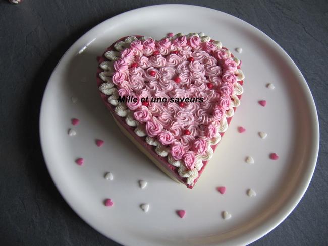 Bavarois chocolat blanc et mousse framboise en forme de coeur pour la Saint Valentin