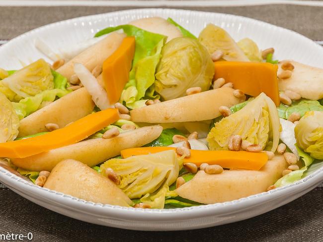 Salade de poire, choux de Bruxelles et mimolette