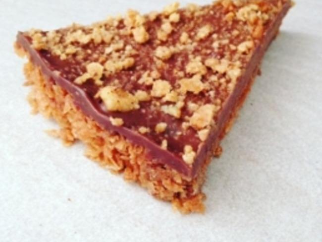 Une tarte chocolat coco sans cuisson avec 5 ingrédients en 5 minutes