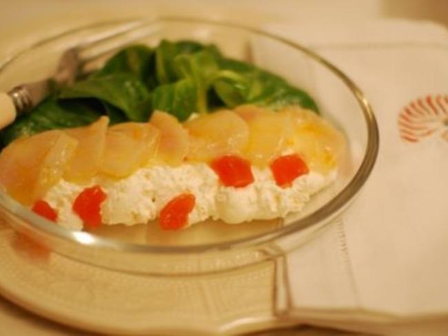 Carpaccio de Saint-Jacques, gelée d'orange sanguine, espuma aux poivres