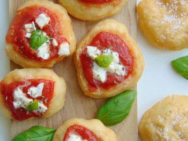 Petites pizzas frites napolitaines