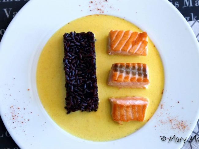 Pavé de saumon sauce safranée et riz vénéré