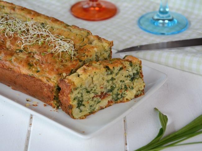 Cake aux blettes, tomates séchées et roquefort