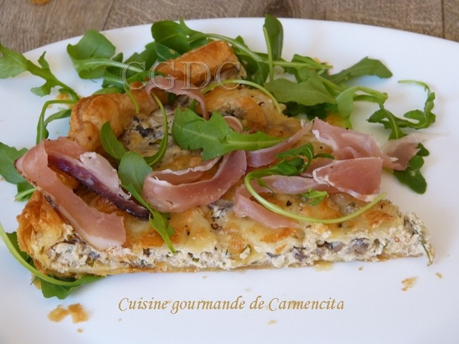 Tarte fine aux champignons de Paris mozzarella di bufala et jambon speck