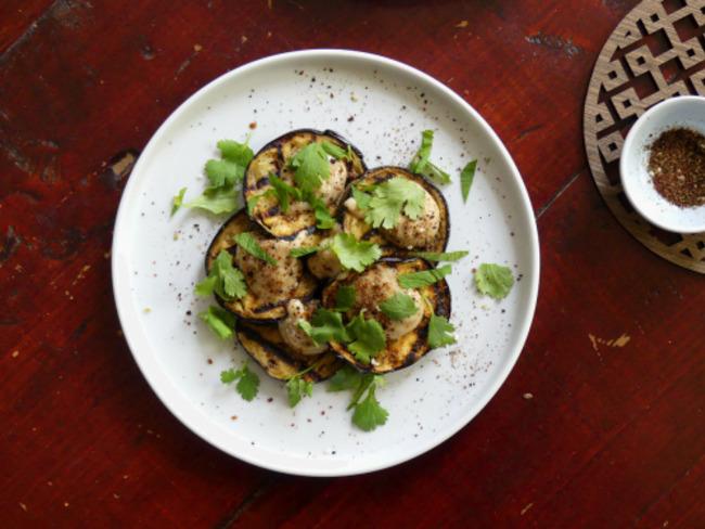 Aubergines grillées, sauce miel et tahini
