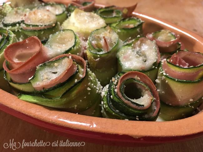 Mini-rouleaux de courgette, mortadelle et gorgonzola